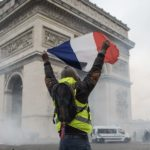 Francia - rivolta Gilet Gialli - numerosi feriti a Parigi - la protesta non si placa
