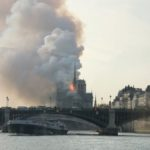 Parigi: in fiamme la cattedrale di Notre Dame – crollate la guglia e il tetto