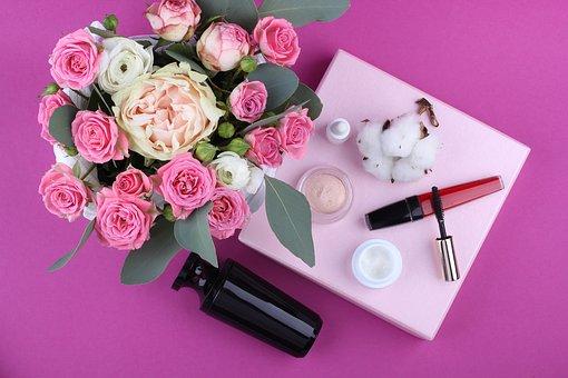 Make up  scopri i colori dell'estate   unghie e make up dal rossetto rosso mat ai colori nude