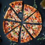 Ricetta pizza facile: ecco come preparare una pizza buona e gustosa