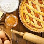 Crostata con confettura di albicocche, ricetta facile e gustosa!
